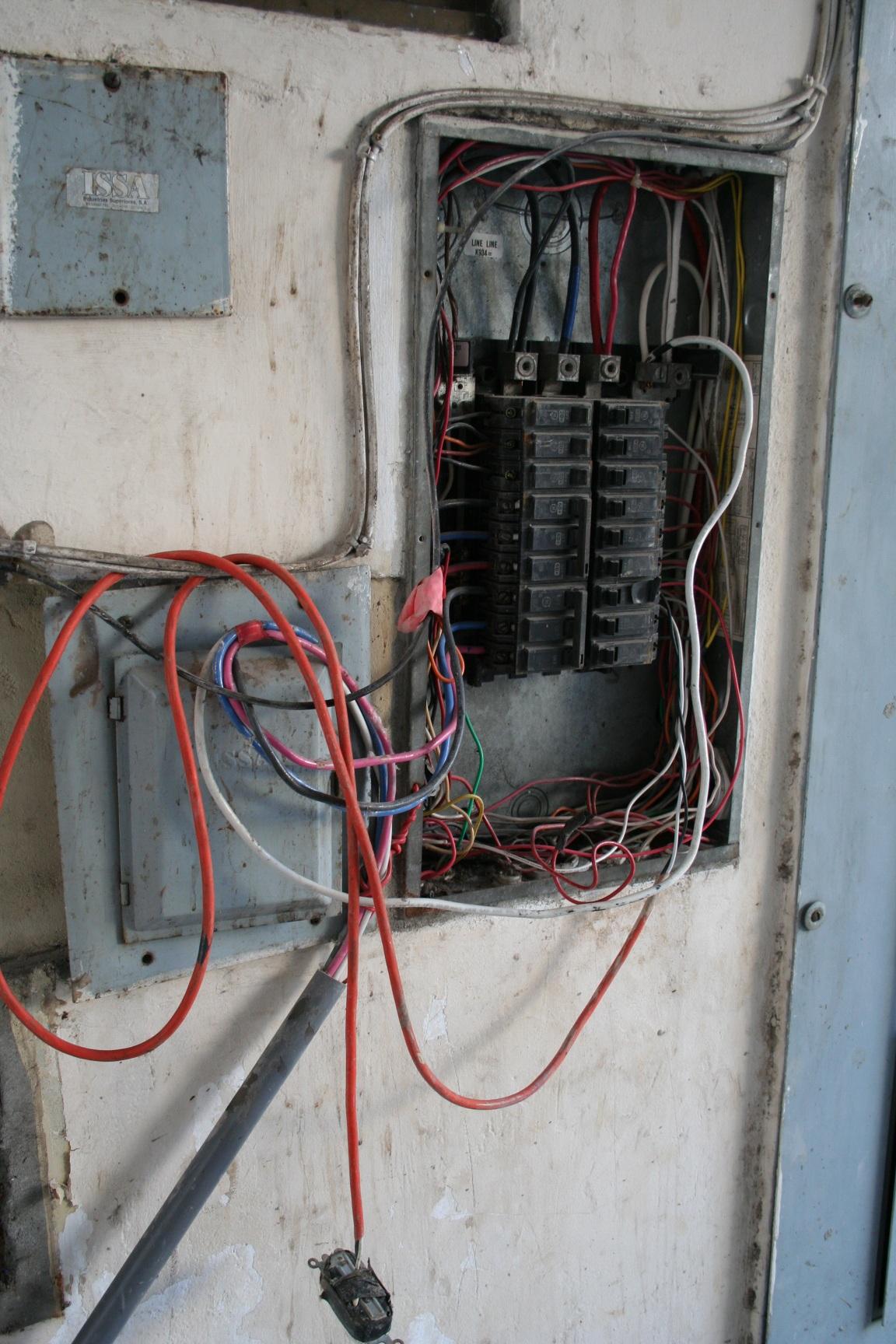 Blick in Sicherungskasten - Mikrocontroller.net