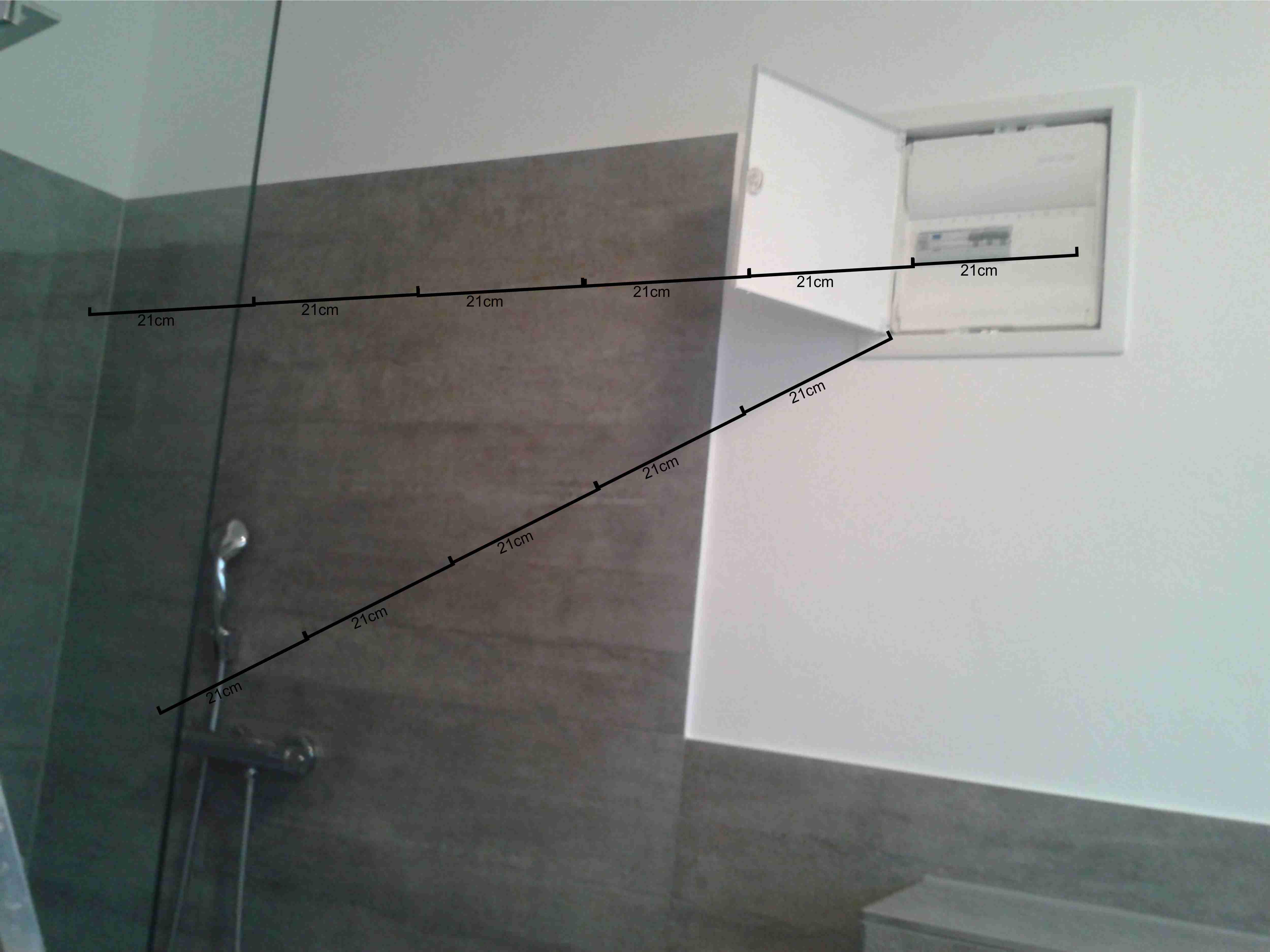 sicherungskasten mit fi-schalter direkt neben der dusche ohne tür, Badezimmer ideen
