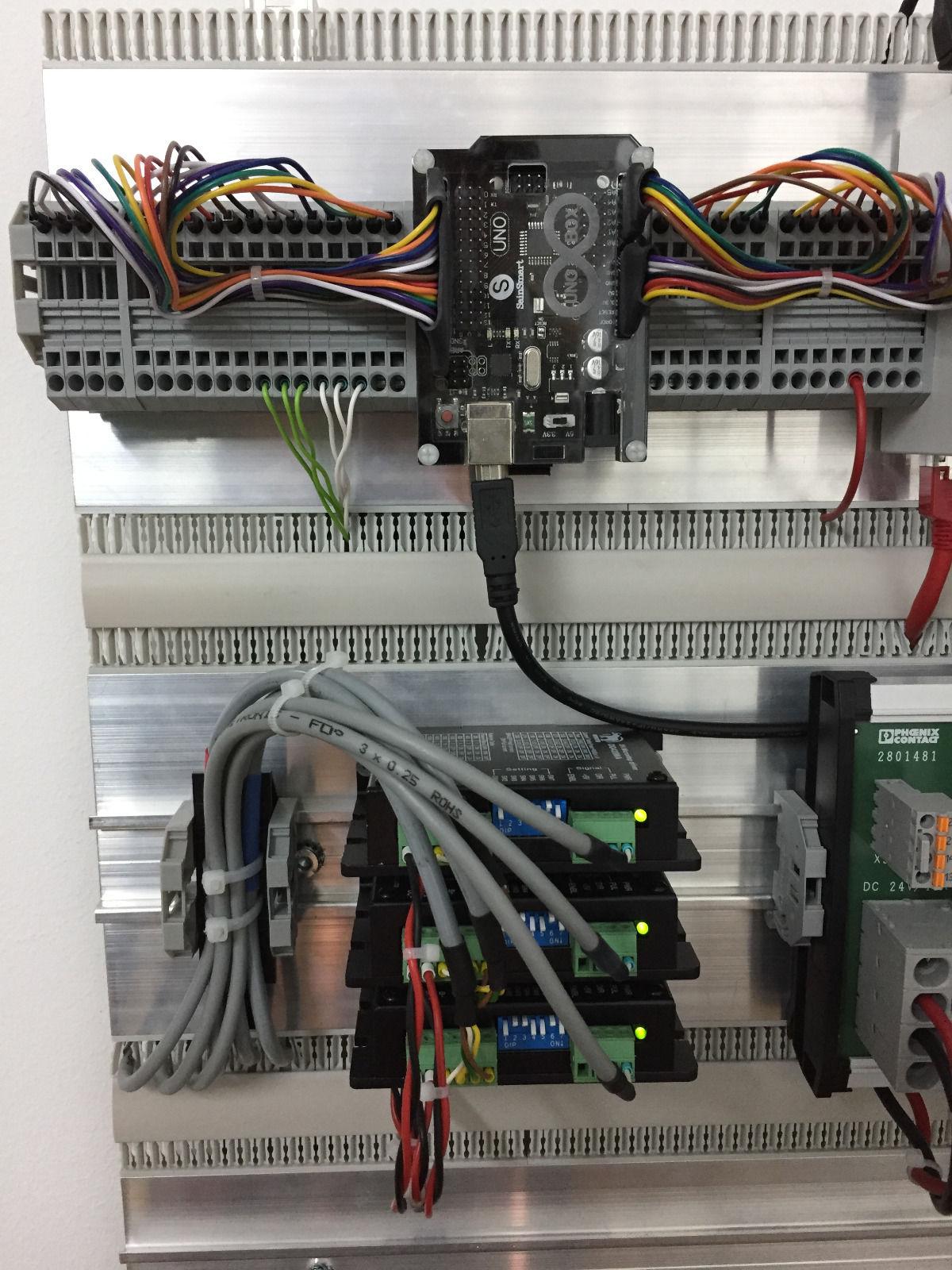 Hutschiene / Montageschiene mit Kabeldurchführung - wie heißt so ...