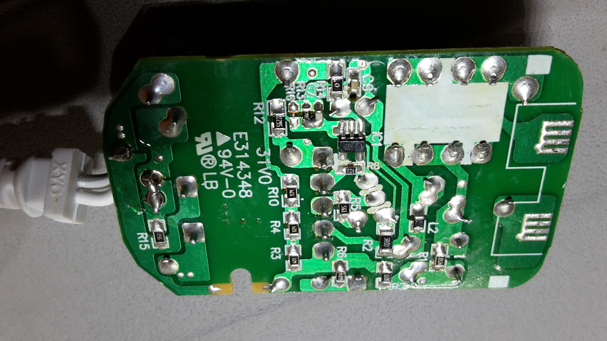 Steckernetzteil schaltet Bewegungsmelder ständig ein und aus ...
