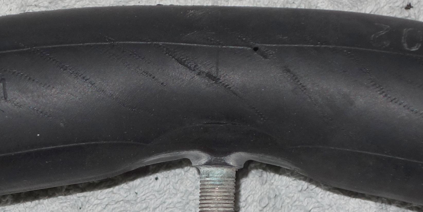 Fahrradschlauch bekommt Loch ohne das von außen etwas einsticht ...