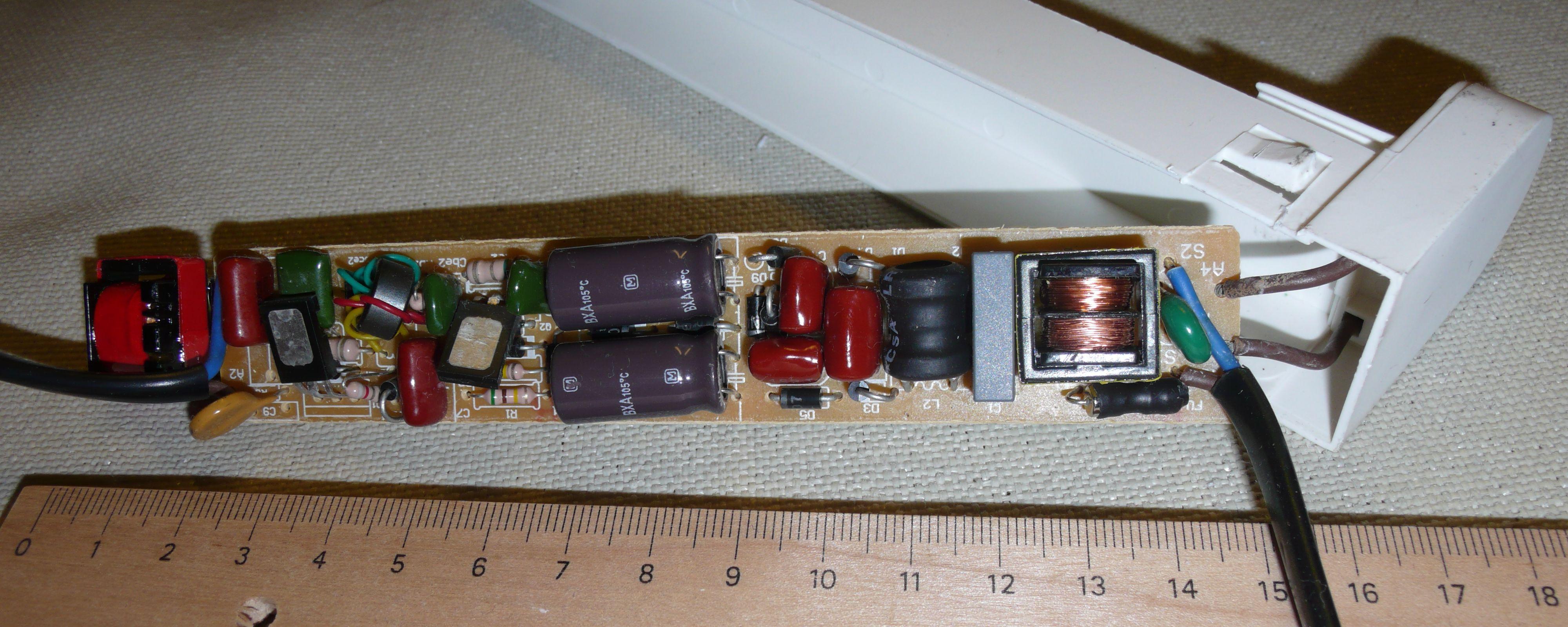 leuchtstofflampe z ndet oft sp t. Black Bedroom Furniture Sets. Home Design Ideas